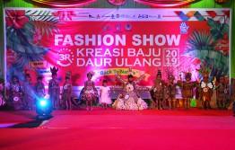 Lomba Fashion Show Kreasi Baju Daur Ulang Tahun 2019